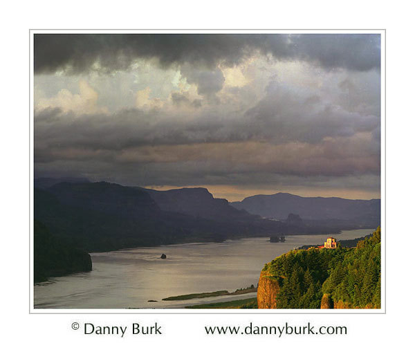 Picture: Storm clouds at sunset, Vista House, Columbia River Gorge, Oregon